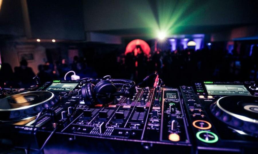 Consolle dj service noleggio impianti Audio